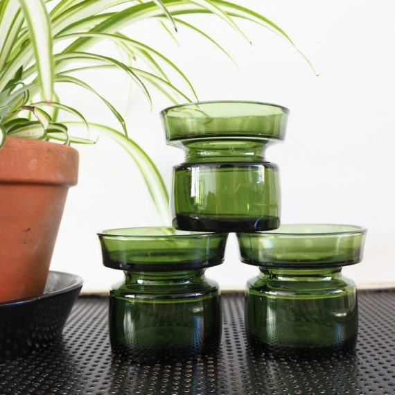Groene schalen / candle holders - Jens Quistgaard voor Dansk Designs Ltd - €10 per stuk