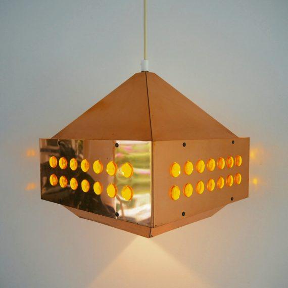 Swedish design Hanglamp 27x27x30cm - signed Hans Agne Jakobsson - incl originele plafondkap - Zwaar koper met geel glas -€425