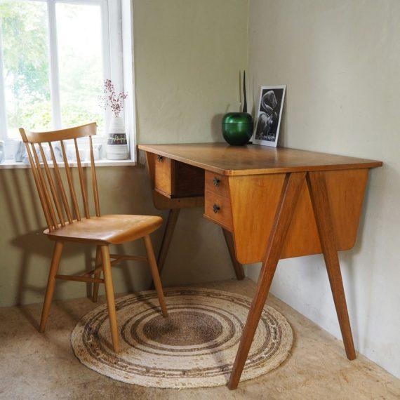 Set bureau + Tapiovaara spijlenstoel - Vintage Scandinavisch design - 100x60xh75cm - sold