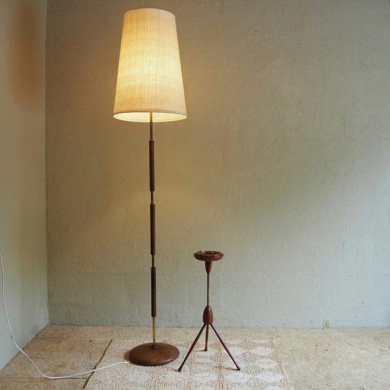 Deens design Vloerlamp H170cm - teak met messing en linnen kap - goede vintage staat met patina - sold