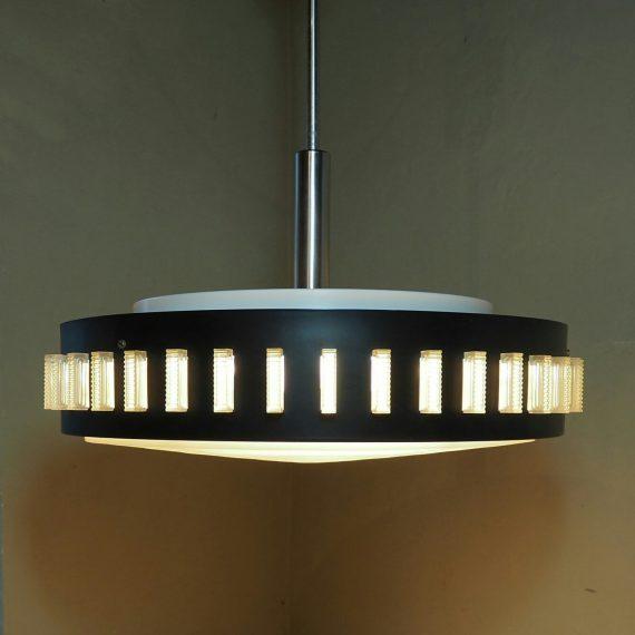 Grote '60 Lamp met diffuser, zwart en wit metaal met kunststof glaasjes - Ø50cm H70cm incl. metalen plafondkap - €335