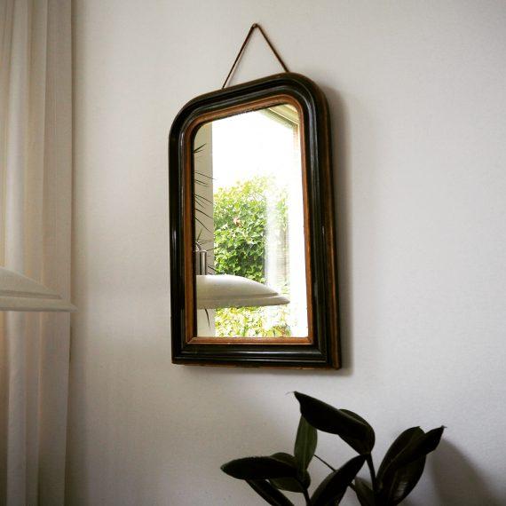 Grote houten Spiegel (zwaar) - zwart & goud - wat patina/weer in de spiegel, goede staat - sold