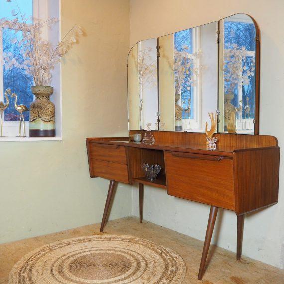 Deens design Kaptafel met glasplaat, klep, 2 lades, 1 vak en driedelige spiegel - B125xD42xH66xH137cm - Zeer goede staat - sold