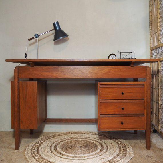 Danish design Desk - Bureau - rechts 3 lades en links een open vak - 120x58cm H75cm - goede staat - sold