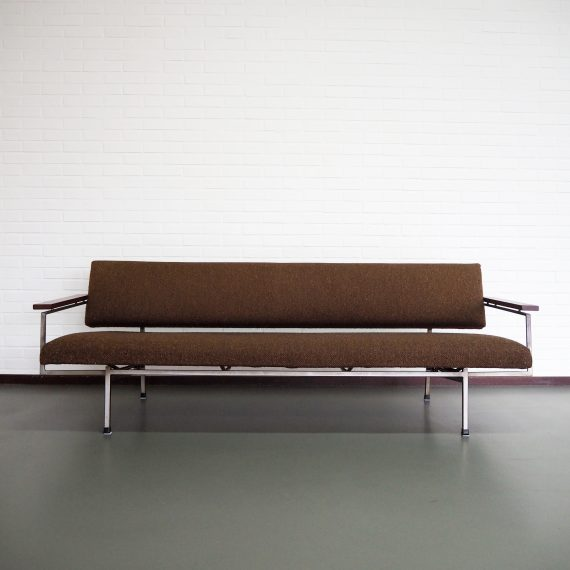Lotus 75 Slaapbank Rob Parry voor Gelderland, jr 60. Dutch design - Originele bruine wollen bekleding (heeft een hoes om gezeten) - In zeer goede staat - L207xD77xH67cm - in 1 beweging om te zetten in een bed - sold