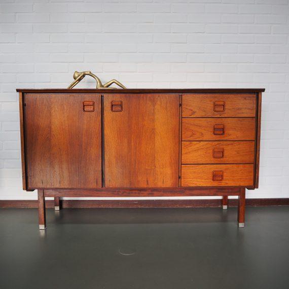Vintage design Dressoir - Topform (gemerkt) - Palissander fineer - 2 deuren waarachter een plank, en 4 lades - afmetingen128x45xH76cm - Het bovenblad heeft wat reparaties, verder in goede staat! - sold