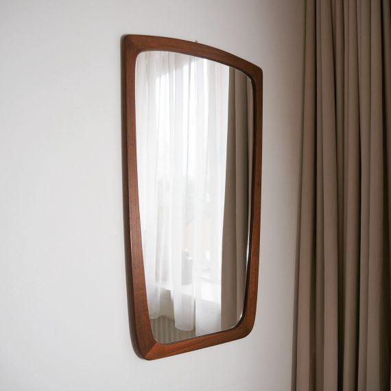 Danish design Spiegel - iets taps lopend teak frame met messing spots - 73x40cm - €245