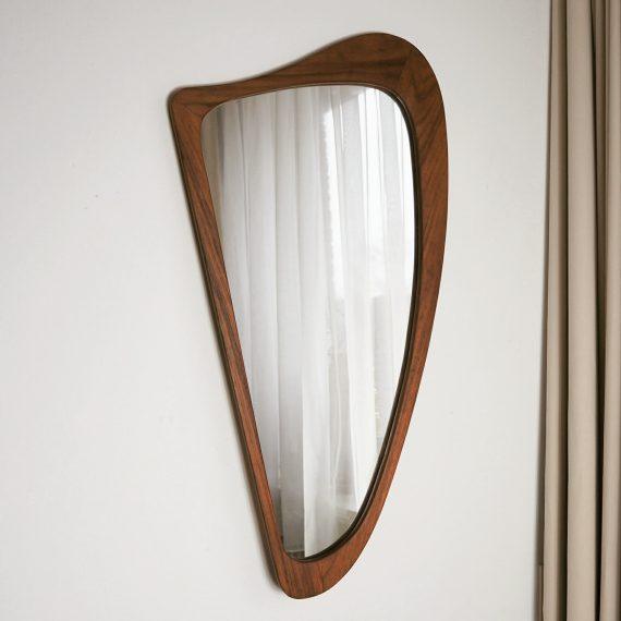 Harp vormige Deense spiegel met teak frame - paar weer-vlekjes langs de rand - 75x40cm - sold