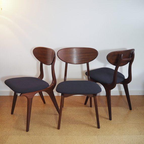 Drie stuks stoelen van Louis van Teeffelen voor Wébé, Dutch design - Teak, met nieuwe bekleding op de zittingen; sterke meubelstof in antraciet - in goede en mooie staat - Sold