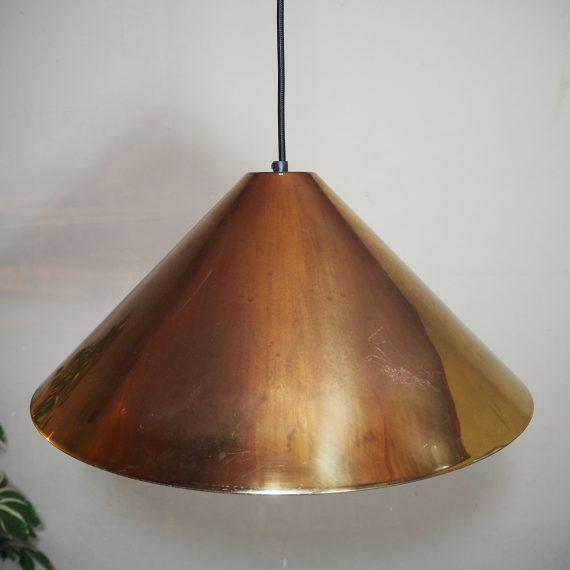 Mooie oude koperen lamp, wit gecoate binnenkant voor het betere licht - ongepoetst en authentiek - opnieuw bedraad met zwart stoffen snoer - Ø44 H25cm lengte snoer 150cm - €95