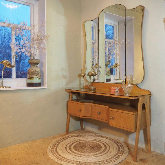 Vintage 50's eiken Kaptafel - Dressing table - B107xH168xH63xD37cm - glasplaat en prachtige deurtjes en rondingen - sold