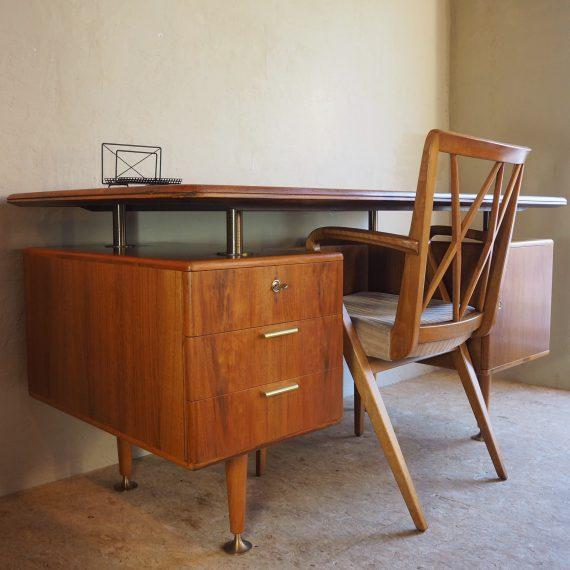 50's Bureau met Stoel uit de Poly Z serie van A.A. Patijn Zijlstra Joure - compleet met de 2 glasplaten aan de achterkant - walnut brass and glass writing desk - setprijs €950