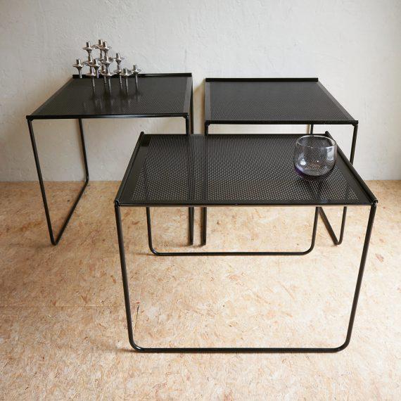 Retro'80 Nestingtables zwart geperforeerd metaal - grootste tafel 50x44cmH44cm - vintage design - setprijs €75