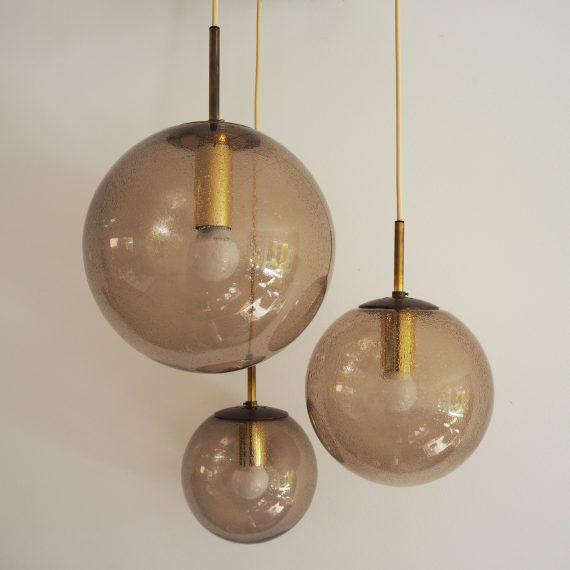 Vintage 70ies Pendant Bollen Lamp - Glashutte Limburg - Rookglas druppel met messing - H90cm Bollen 30, 25 en 20 cm- Zeer goede staat met grote witte ronde plafondplaat - sold