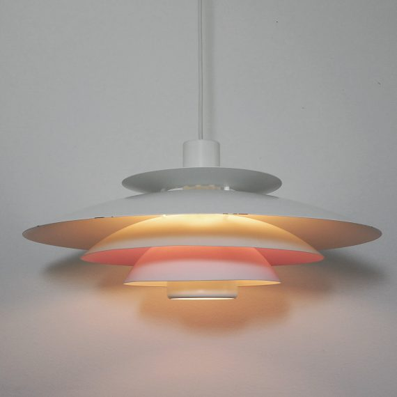 Danish design Form-light Schalenlamp wit met 1 lila schaal - ø48cm totale lengte 110cm - langs de rand van de grote schaal wat kleine slijtplekjes aan de lak, verder in prima staat - €225