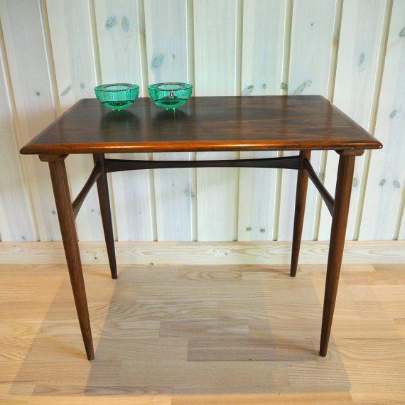 Vintage Danish design Tafeltje - Palissander / Rosewood - de grootste tafel van een nestingtable set designed by Poul Hundevad - €95