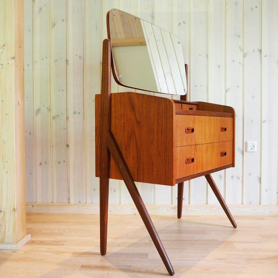 Vintage Danish design Kaptafel met klapspiegel, 2 grote lades en 3 kleine - 73x40cm h63cm en h112cm - sold