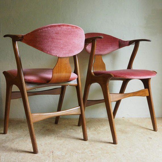 Set Cowhorn Chairs - Louis van Teeffelen voor Wébé 50's - goede staat met prachtig roze bekleding - Sold