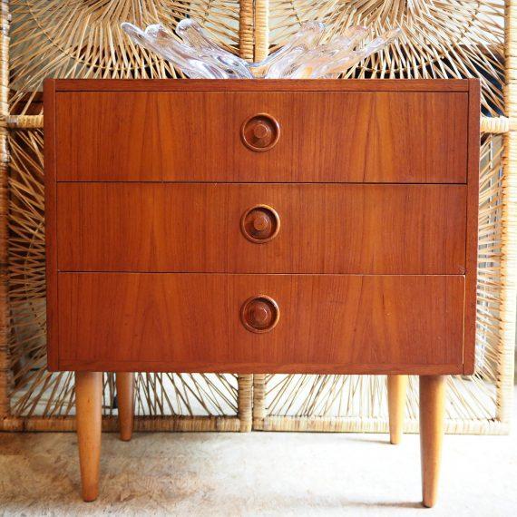 60's teak Zweeds design Ladenkast - 60x33xh62cm - SMI (Sveriges Möbelindustriförbund) - wat vlekken op het blad - €85
