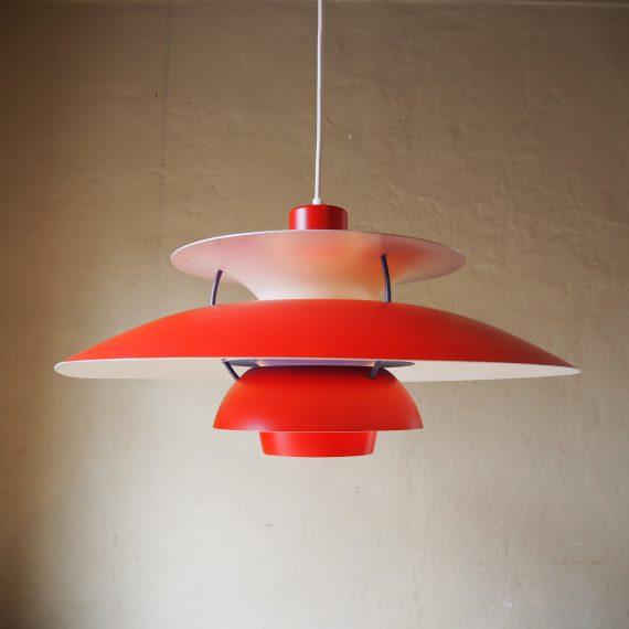 Rode PH5 Lamp - Red Poul Henningsen for Louis Poulsen - ø50cm - de grote schaal heeft wat lichte pukkeltjes op de lak op 1 plek langs de rand verder in goede staat en opnieuw bedraad - Danish design - sold