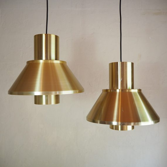 2 stuks Hanglampen by Jo Hammerborg for Fog&Mørup in Messing - Brass Vintage Danish design - 1 (links) in goede staat €250 en 1 (rechts) met wat krasjes €200