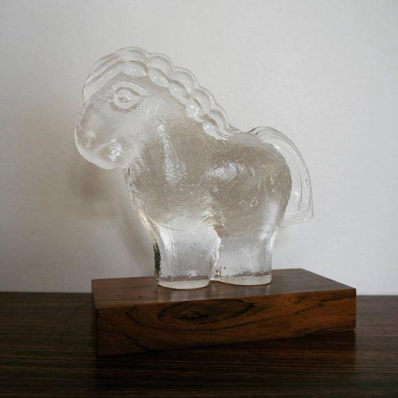 Zweeds design glas Paard op Palissander voetstuk - H20cm - Swedish glass Horse - sold