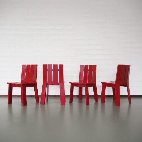Zware houten Brutalist stoelen in de stijl van de Kratstoel van Gerrit Rietveld - B42xH80xD40cm Zithoogte 43cm - Zeer goede staat, rode lak hier&daar wat er af - Setprijs €200