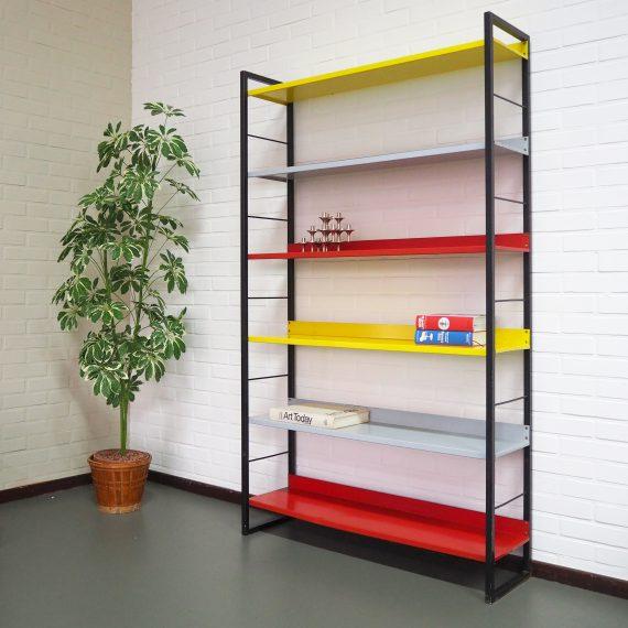 Industrial design Tomado Boekenkast, D. Dekker 1958 - In goede vintage staat met hier&daar leeftijdssporen - 98x28,5cm H170cm - sold