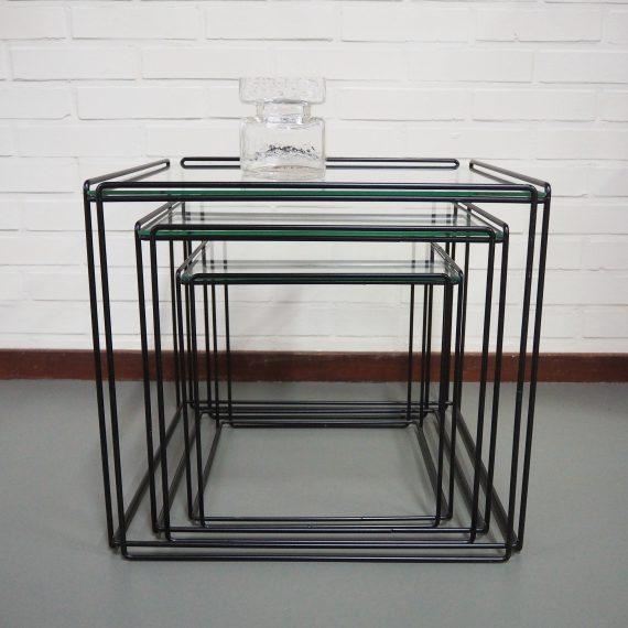 Set Isocele Nestingtables metaal en glas - Max Sauze - compleet en in zeer goede staat - tijdloos vintage design - Prijs €450