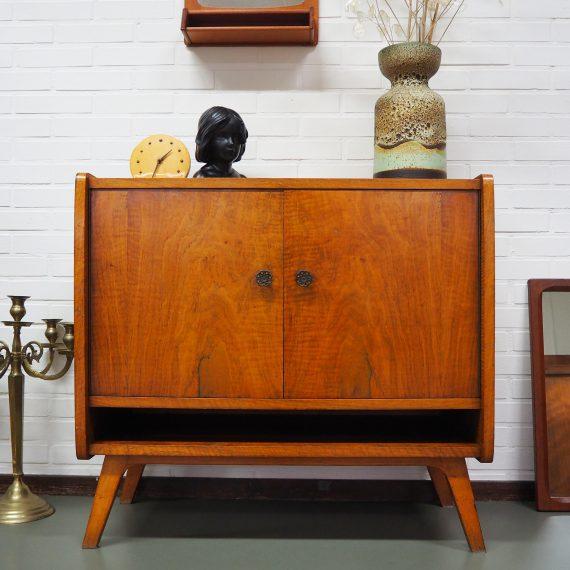 Vintage teak Kastje met vak en 2 deuren met daarachter planken - 84x44cm H78cm - Sold