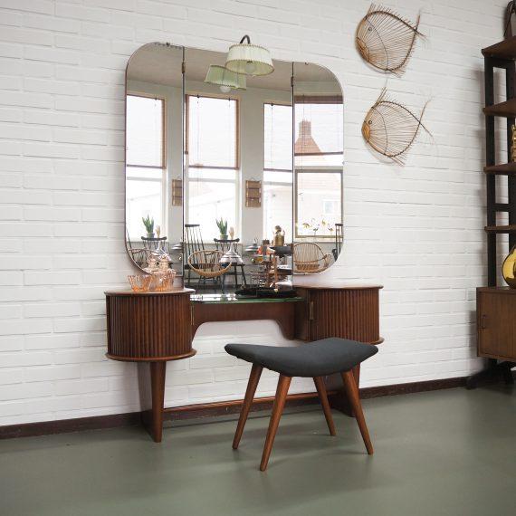 Vintage design Kaptafel met verlichting en incl. kruk - A.A. Patijn, Zijlstra Joure - goede staat - H158 B120cm D36cm Hoogte glasplaat 52cm - sold