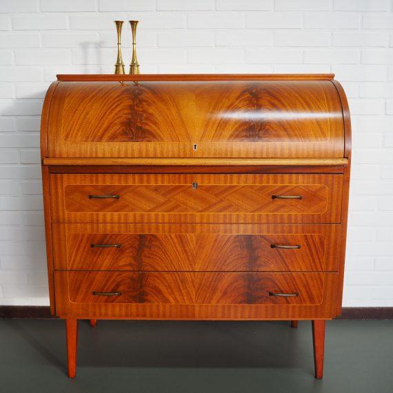 Vintage Zweeds design Secretaire - Swedish design Roll top desk by Bröderna Gustafssons - in mooie en goede staat, langs de randen achter wat bijgewerkte fineerschade - B90 D45 H96 cm en werkbladhoogte 70 cm - sold