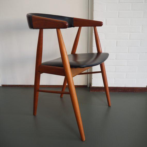 Stoel in teak met zwarte skai, Deens design - Danish design chair - €225