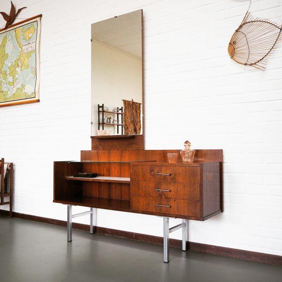 Mooie strakke vintage design Palissander Kaptafel met 3 lades, legplank, glasplaat en chromen onderstel en greepjes - B119xH173xD32cm Hoogte tafel 60cm - Vintage Rosewood Dressing Table - €365