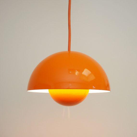 2 stuks beschikbaar: Oranje Flowerpot Hanglamp - Verner Panton voor Louis Poulsen - Vintage Danish design ø22cm - €235