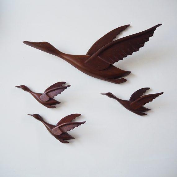 Set mid century houten wandsculptuur Vogels in zeer goede staat - Grote vogel 48cm kleine 20cm - Sold