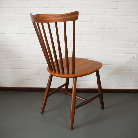 NESTO Stoel - Dining chair by Yngve Ekström 1964 Nässjö Sweden - in zeer goede staat, mooi teakhout - zithoogte 44,5cm - sold