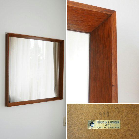 Deense Spiegel in teak van Pedersen & Hansen, Viby J. - 60x60cm - Vintage Danish design mirror - €535