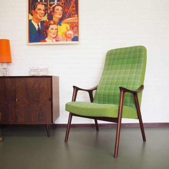 Norwegian design Armchair by Møre Lenestolfabrikk - Noorse Fauteuil met groene wollen bekleding - prachtige afwerking, zoals mooie houten dopjes op de schroeven - B67xD55H100cm Zith. 39cm - Sold
