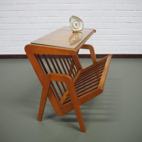 Zeldzame 50's 60's Bijzettafel / Lectuurbak - Rare Side table with magazine rack - Scandinavian Style - goede vintage staat - 52x40xH45cm - sold