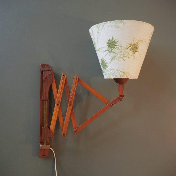 Schaarlamp Wandlamp - Deens design met linnen kap met zachtgroene bladprint - goede staat, lang wit snoer met schakelaar - €125