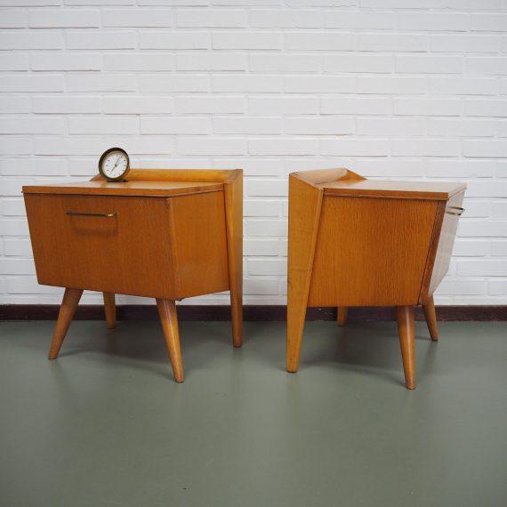 Bijzondere set Geometrisch gevormde Nachtkastjes met klep 50's / 60's - Vintage Mid Century Bedside tables - 45x36xh46cm - Setprijs €380