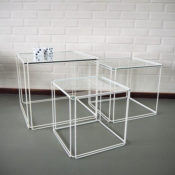 Set witte Isocele Nestingtables metaal en glas - Max Sauze - compleet en in goede staat - tijdloos vintage design - Prijs €525