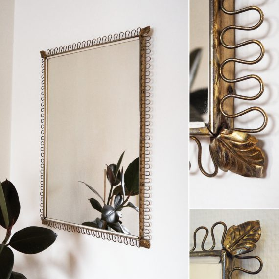 Grote Messing Spiegel / Brass Mirror by Josef Frank for Svenskt Tenn, 50's - Zweeds design - zeer mooie Zeldzame versie met de blaadjes op iedere hoek - in goede vintage staat, de spiegel heeft 2 hele kleine pitjes en vertekent iets wanneer je er van verder af in kijkt - 70 jaar oud prachtig patina! - 66x45cm - €1150