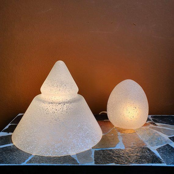 Mushroom Tafellampen in wit gespikkeld glas - Piramide en ei vormig - zeer goede staat - Piramide €95 - Ei Sold