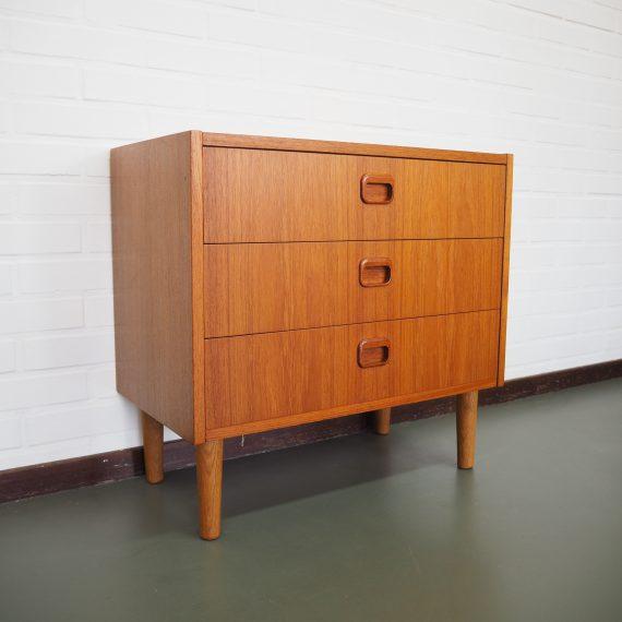 Zweeds vintage design Ladenkastje met 3 lades - zeer goede staat - ook als nachtkastje heel geschikt! - 60x33xH57cm - €290 (verzenden binnen Nederland mogelijk voor €25)