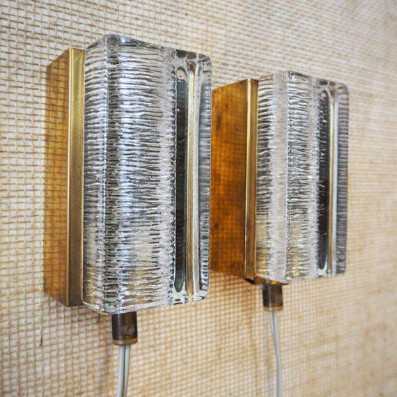Set VITRIKA Wandlampen ATLANTIC, in brass / messing met dik ijsglas - Deens design - 13x8x7cm - in zeer goede vintage staat met mooi patina - Setprijs €490