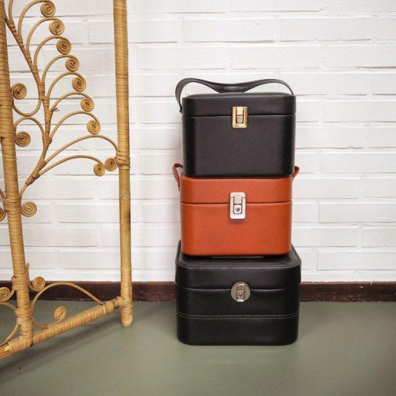 Vintage skaileren Beautycase koffertje - in goede staat - de onderste grote zwarte €60 de andere twee €55 per stuk