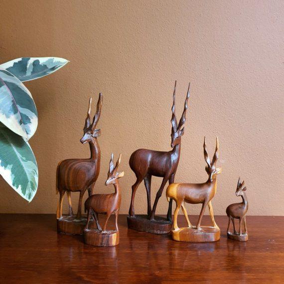 5 delig gezinnetje Vintage Retro Herten / Hertjes / Antilopen, Teak hout (zie de mooie nerf en gebruik van verschillende tinten) - de grootste is 28cm hoog - Setprijs €62