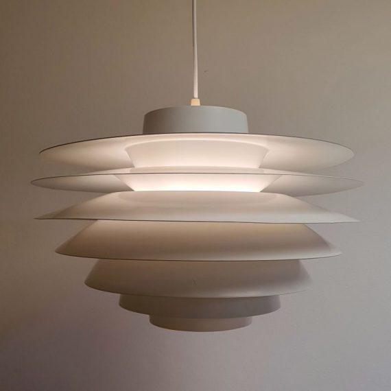 Witte VERONA Hanglamp by Svend Middelboe for Nordisk Solar - Vintage Danish design - in goede vintage staat met enkele leeftijdssporen - voorzien van een nieuw lang stoffen snoer - Ø48 cm H 33cm - € 785